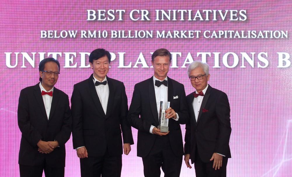 1. BEST CR INITIATIVES (Below RM10bil Market Cap) - UNITED PLANTATIONS (YBhg Dato' Carl Bek-Nielsen, Vice Chairman & Chief Executive Director) .jpg